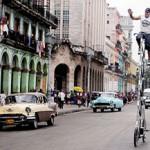 高人一等:古巴男自製 3.4米高單車