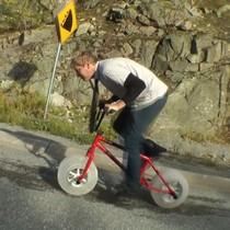 冬天先踩得嘅單車 以冰代替車輪!