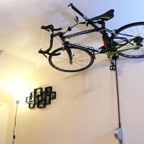 把單車掛上天花板!Stowaway 輕鬆解決放單車問題!